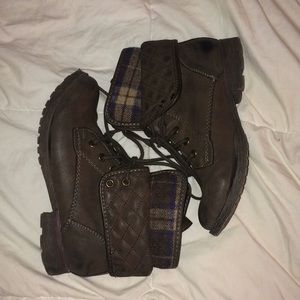 Gray combat boots (size 7)